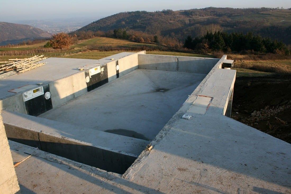 R alisation d 39 une piscine sur pieux st cyr 07 for Construction piscine 07